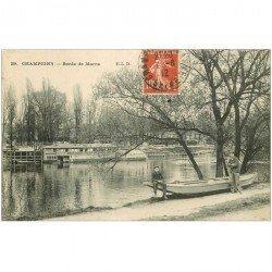 carte postale ancienne 94 CHAMPIGNY SUR MARNE. Bords de Marne personnages assis sur Barque 1912