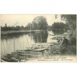 carte postale ancienne 94 CHAMPIGNY SUR MARNE A LA VARENNE. L'Ile Pisse Vinaigre personnage assis