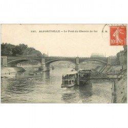 carte postale ancienne 94 ALFORTVILLE. Le Pont du Chemin de Fer et Bateau Mouche avec Pianos à bord 1919