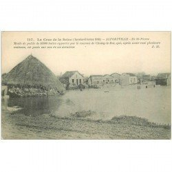 carte postale ancienne 94 ALFORTVILLE. Crue 1910. Ile Saint Pierre avec meule de paille apportée par le courant de Choisy le Roi
