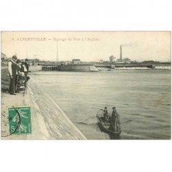 carte postale ancienne 94 ALFORTVILLE. Barrage du Port à l'Anglais avec Pêcheurs au Filet et à la ligne