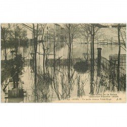 carte postale ancienne Inondation et Crue de 1910. RUEIL MALMAISON 92. Avenue Victor-Hugo