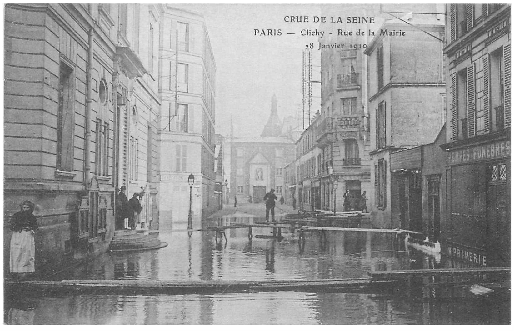 carte postale ancienne Inondation et Crue de 1910. CLICHY 92. Rue de la Mairie