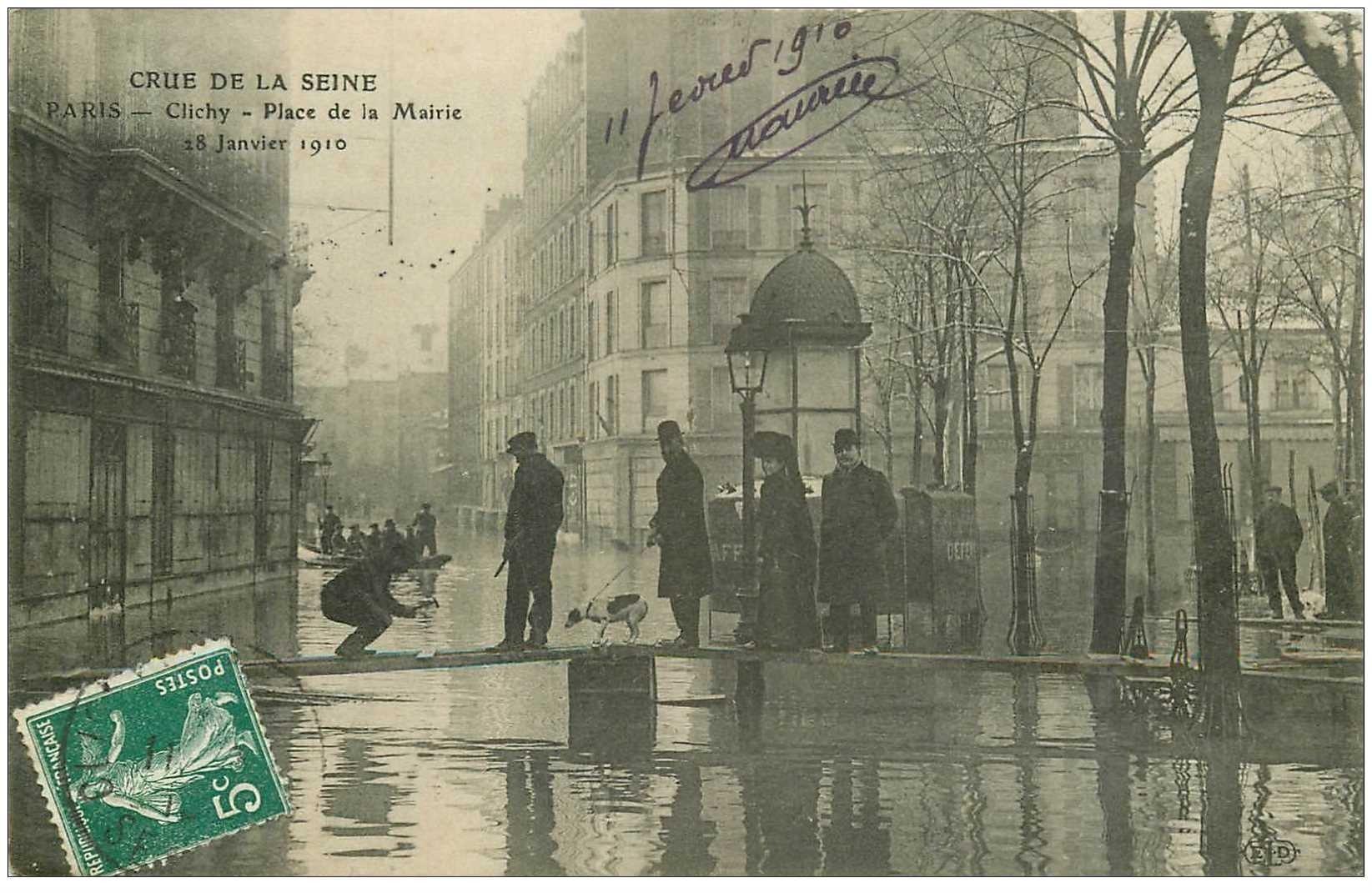 carte postale ancienne Inondation et Crue de 1910. CLICHY 92. Place de la Mairie