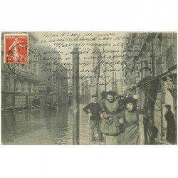 carte postale ancienne Inondation et Crue de 1910. CLICHY 92. Le Ravitaillement