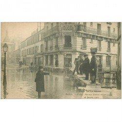 carte postale ancienne Inondation et Crue de 1910. CLICHY 92. Bureau Central Téléphonique