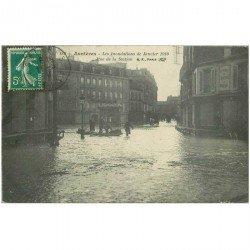 carte postale ancienne Inondation et Crue de 1910. ASNIERES 92. Rue de la Station