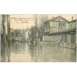 carte postale ancienne Inondation et Crue de 1910. ASNIERES 92. Rue Adélaïde donnant sur Quai