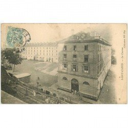 carte postale ancienne 92 SAINT CLOUD. La Caserne 1906. Cassure coin droit...