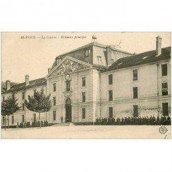 carte postale ancienne 92 RUEIL. La Caserne avec Militaires 1920