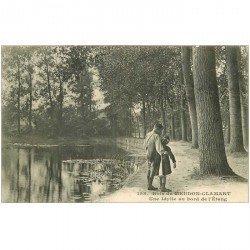 carte postale ancienne 92 MEUDON. CLAMART. Une Idylle au bord de l'Etang dans le Bois 1907