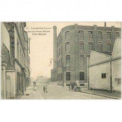 carte postale ancienne 92 LEVALLOIS PERRET. Usine Meunier rue des Frères Herbert voiture ancienne