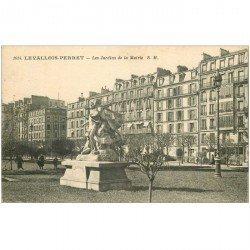carte postale ancienne 92 LEVALLOIS PERRET. Les Jardins de la Mairie