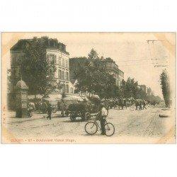 carte postale ancienne 92 CLICHY. Transport de tonneaux Boulevard Victor Hugo vers 1900