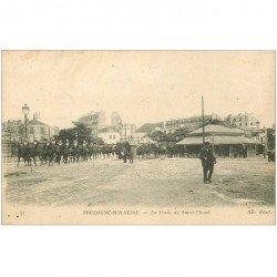 carte postale ancienne 92 BOULOGNE SUR SEINE. Régiment de Dragons Porte de Saint Cloud 1917