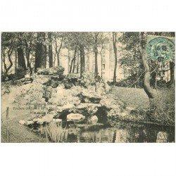carte postale ancienne 92 BOULOGNE SUR SEINE. Rochers du Jardin de la Mairie 1907 animation