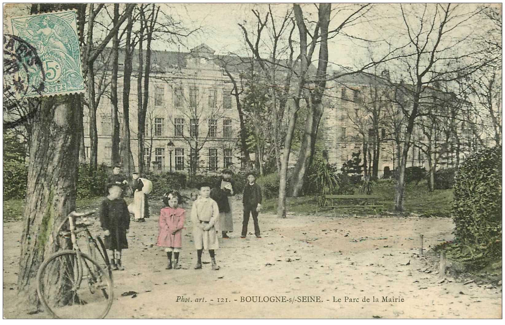 carte postale ancienne 92 BOULOGNE SUR SEINE. Enfant au Parc de la Mairie. Carte colorisée vers 1905. Impeccable