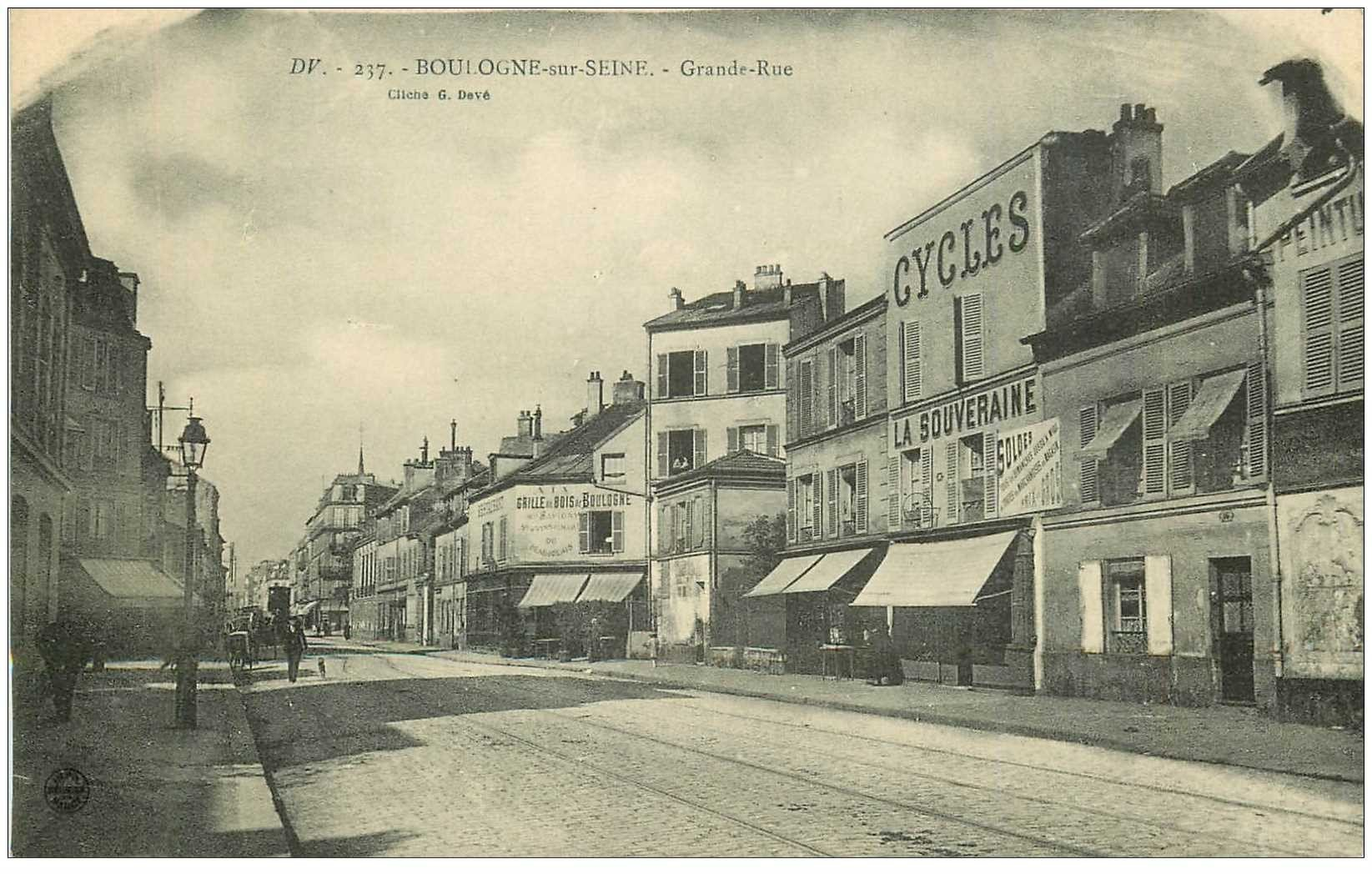 carte postale ancienne 92 BOULOGNE SUR SEINE. Cycles La Souveraine sur Grande Rue et Cave à vins Grille du Bois de Boulogne