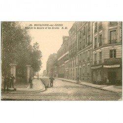 carte postale ancienne 92 BOULOGNE SUR SEINE. Café et Ecoles rue de la Mairie