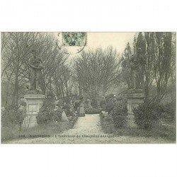 carte postale ancienne 92 ASNIERES SUR SEINE. Cimetière des Chiens. L'Intérieur 1906 avec personnages