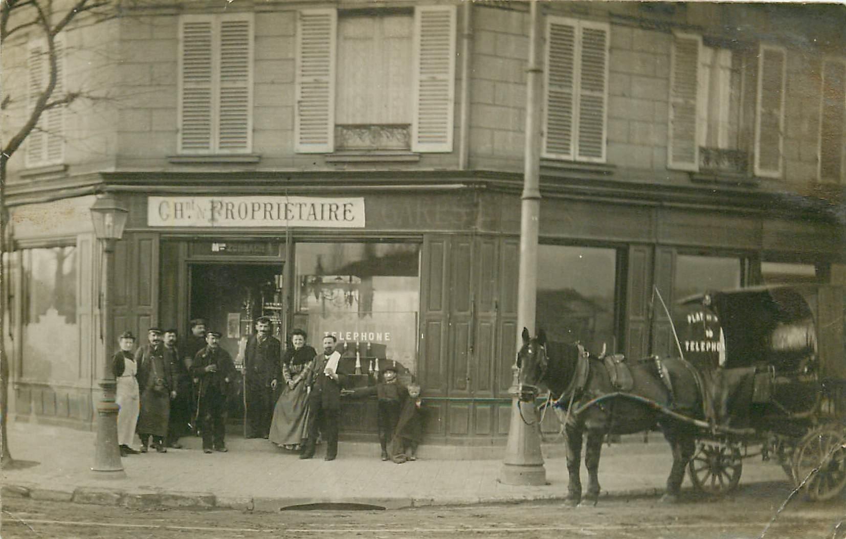 PARIS OU BANLIEUE. Bel attelage devant le Café billard Zurbach. Photo carte postale ancienne