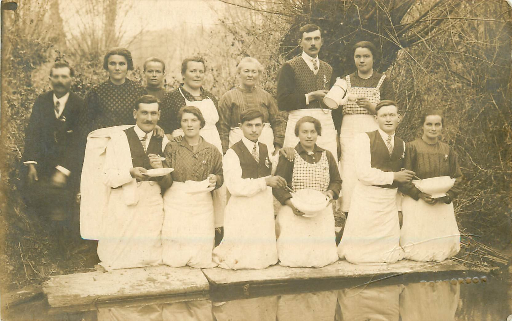 50 PONTORSON. Personnel d'un Hôtel Restaurant. Photo carte postale ancienne vers 1910