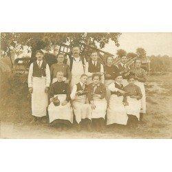 50 PONTORSON. Le Personnel d'un Hôtel Restaurant. Photo carte postale ancienne vers 1910