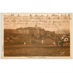 carte postale ancienne 04 BANON. Le Village et enfants sous l'arbre