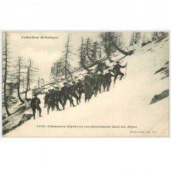 carte postale ancienne 04 Chasseurs Alpins en reconnaissance dans les Alpes. Skieurs et Militaires