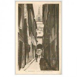 carte postale ancienne 04 MANOSQUE. Rue et Porte Soubeyrant
