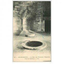 carte postale ancienne 30 AIGUES-MORTES. Salle Prisonniers Huguenots