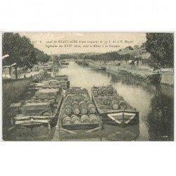 carte postale ancienne 30 BEAUCAIRE. Canal 1917 Péniches chargées tonneaux de vin. Qq blancs...