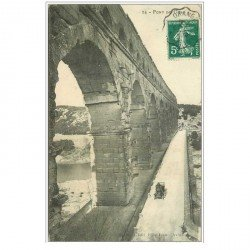 carte postale ancienne 30 LE PONT DU GARD. Avec Automobile 1910