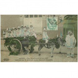 carte postale ancienne 80 AMIENS. Char Fête Enfantine Enfants déguisés 1907 organisée par Souillard Négociant Droguiste