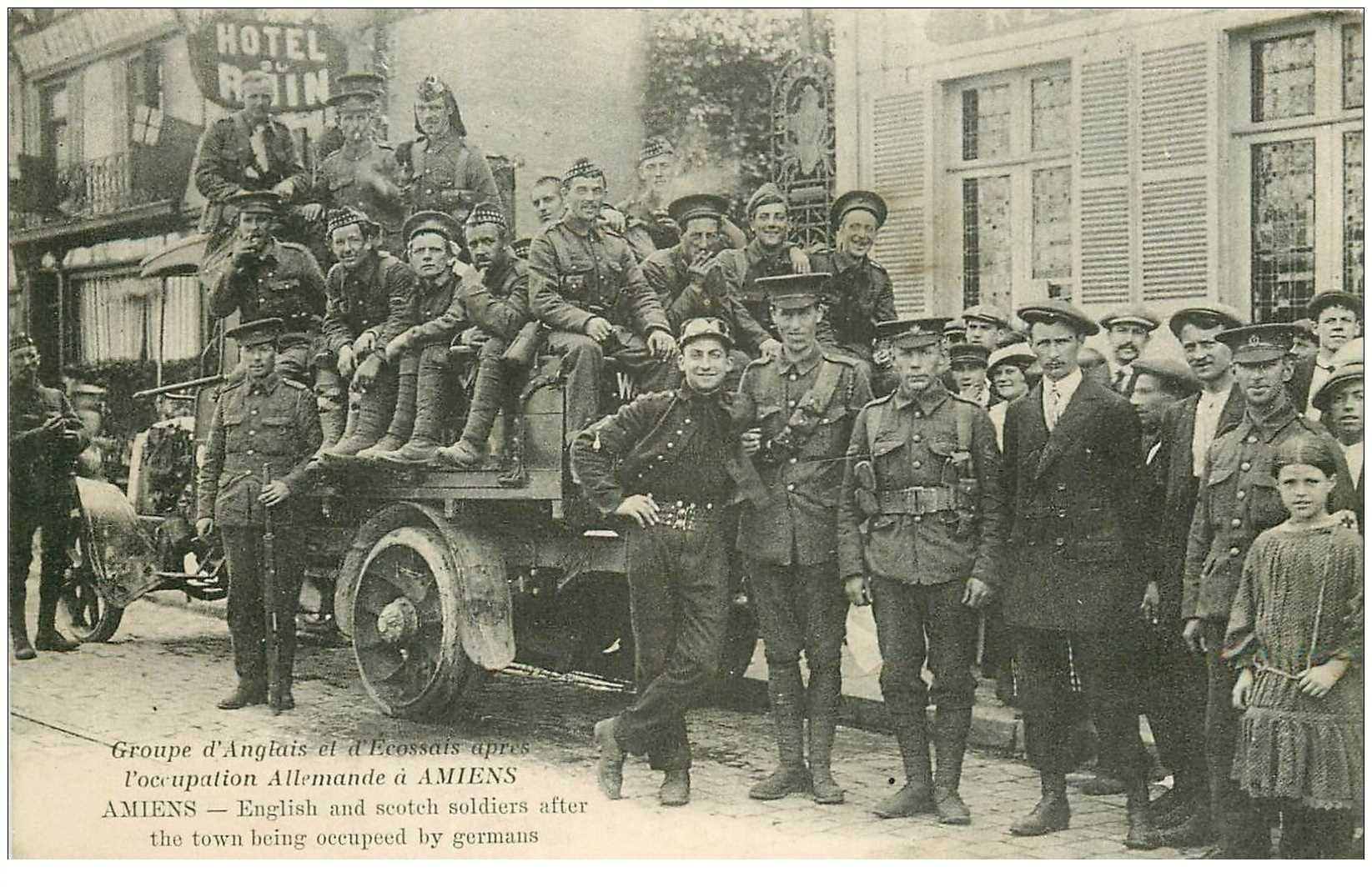 carte postale ancienne 80 AMIENS. Soldats Angais et Ecossais après l'occupation Allemande devant Hôtel du Rhin