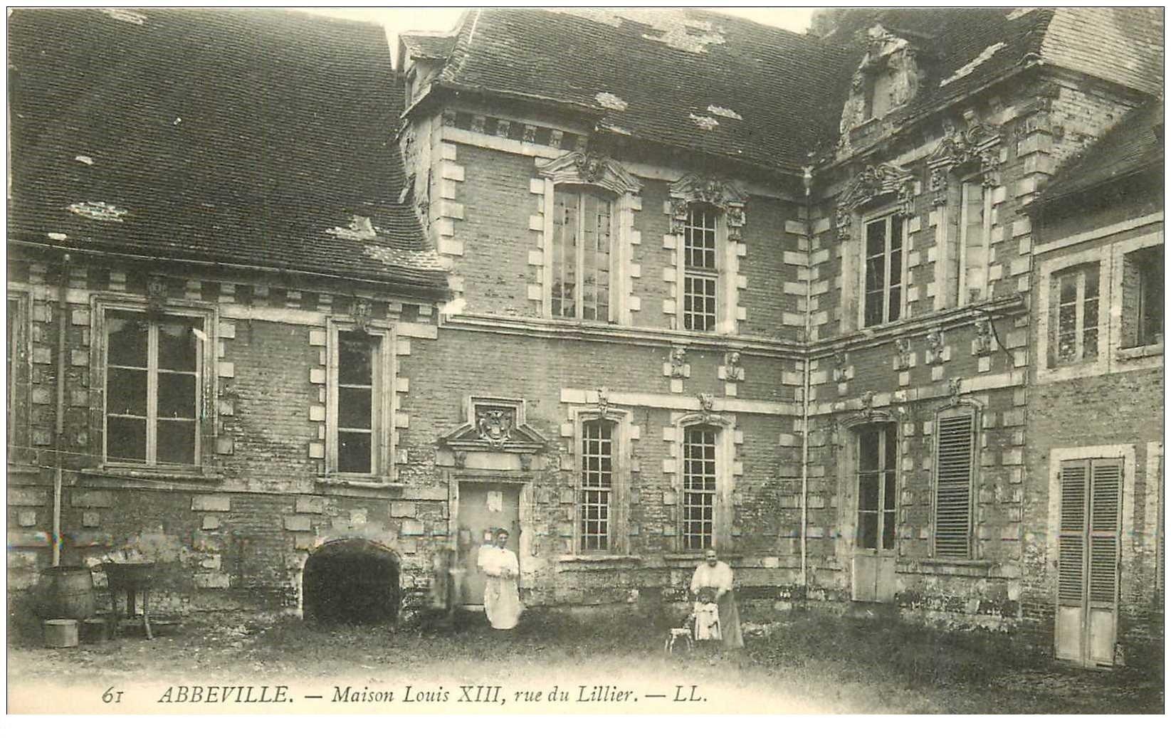 carte postale ancienne 80 ABBEVILLE. Maison Louis XIII Rue du Lillier animation