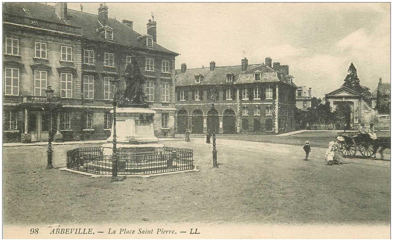 carte postale ancienne 80 ABBEVILLE. Place Saint-Pierre 1918