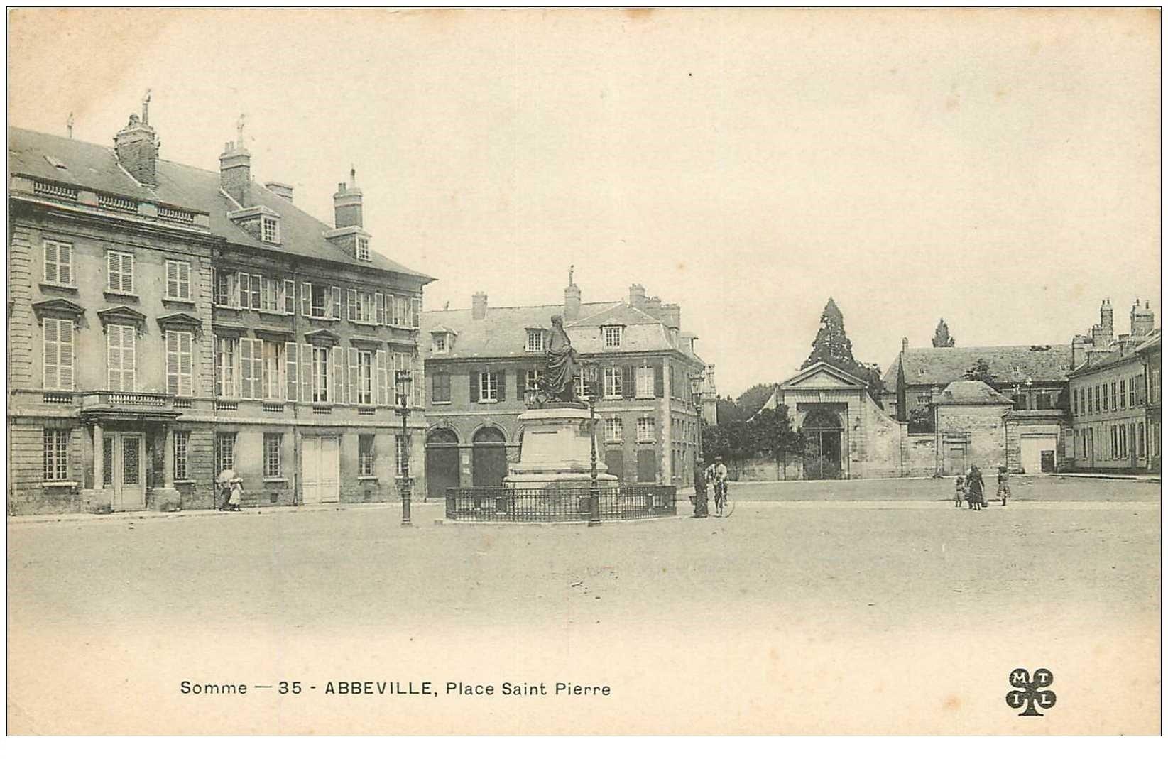 carte postale ancienne 80 ABBEVILLE. Place Saint-Pierre vers 1900