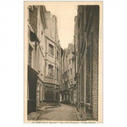 carte postale ancienne 80 ABBEVILLE. Rue de la Boucherie Femme et vieilles maisons
