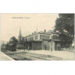 carte postale ancienne 80 AILLY SUR NOYE. La Gare avec Train Locomotive à vapeur