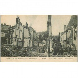 carte postale ancienne 80 ALBERT. Les Ruines 1915 animation. Bombardement Guerre 1914-18