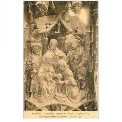 carte postale ancienne 80 AMIENS. Cathédrale Stalles du Choeur. Mages avec présents