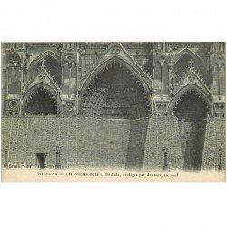 carte postale ancienne 80 AMIENS. Porches Cathédrale protégés par des sacs en 1915