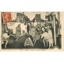 carte postale ancienne 80 AMIENS. Scène de chambrée à la Caserne 1908