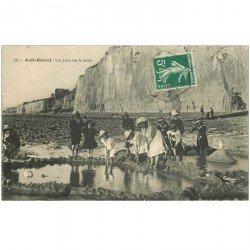 carte postale ancienne 80 AULT ONIVAL. Les Jeux sur le Sable 1909