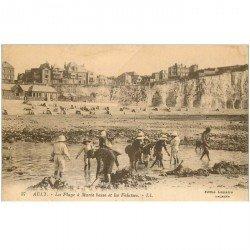 carte postale ancienne 80 AULT. La Plage à Marée basse et Falaises