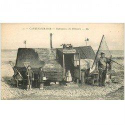 carte postale ancienne 80 CAYEUX SUR MER. Hâbitations de Pêcheur de Crevettes. Métiers de la Mer Pêcheurs et Poissons Crustacés