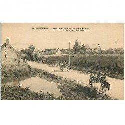 carte postale ancienne 80 CAYEUX-SUR-MER. Attelages à l'Entrée du Village vers 1900