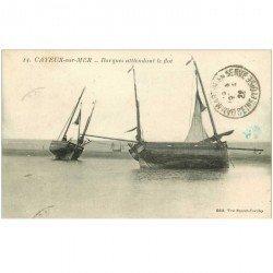 carte postale ancienne 80 CAYEUX-SUR-MER. Barques de Pêcheurs attendant le flot 1922