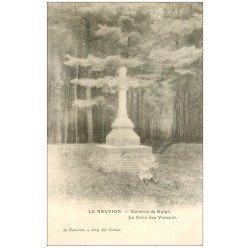 carte postale ancienne 02 LE NOUVION. Croix des Veneurs Domaine de Guise. Fillette assise